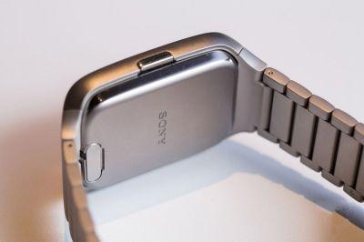 В российских магазинах начали продавать «умные» часы Sony SmartWatch 3