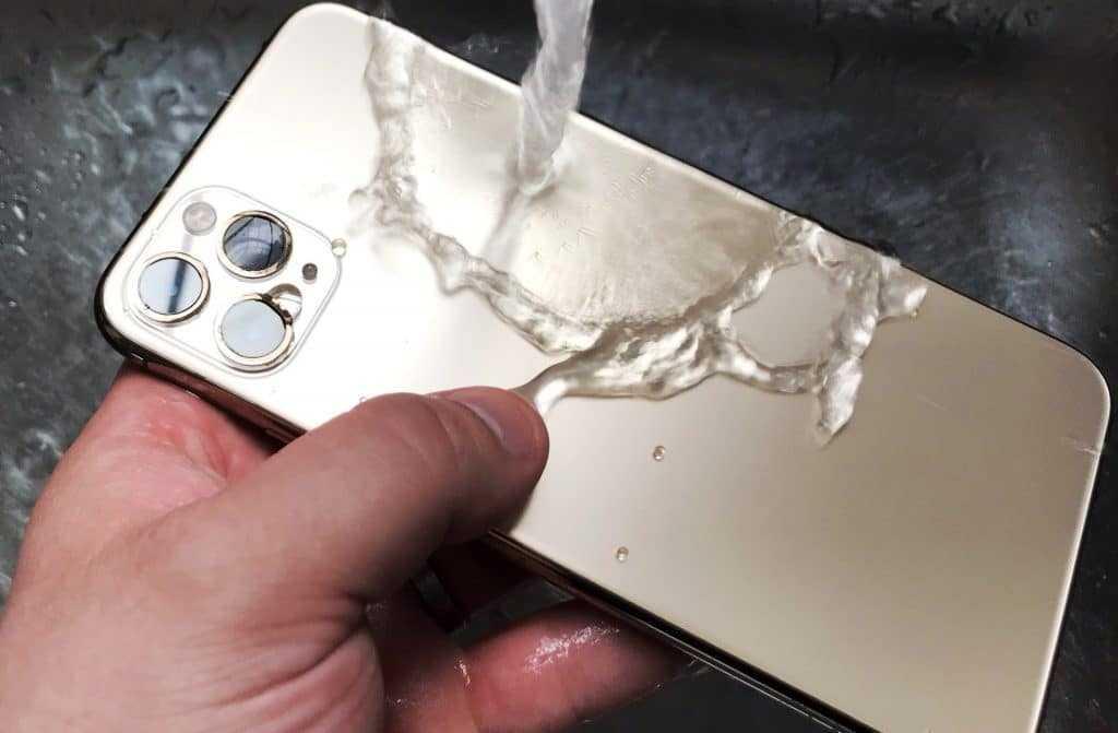 Поможет ли промывание телефона?