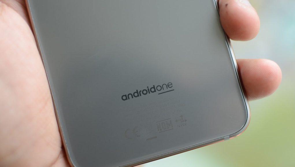 Смотри список лучших смартфонов на чистом Android.